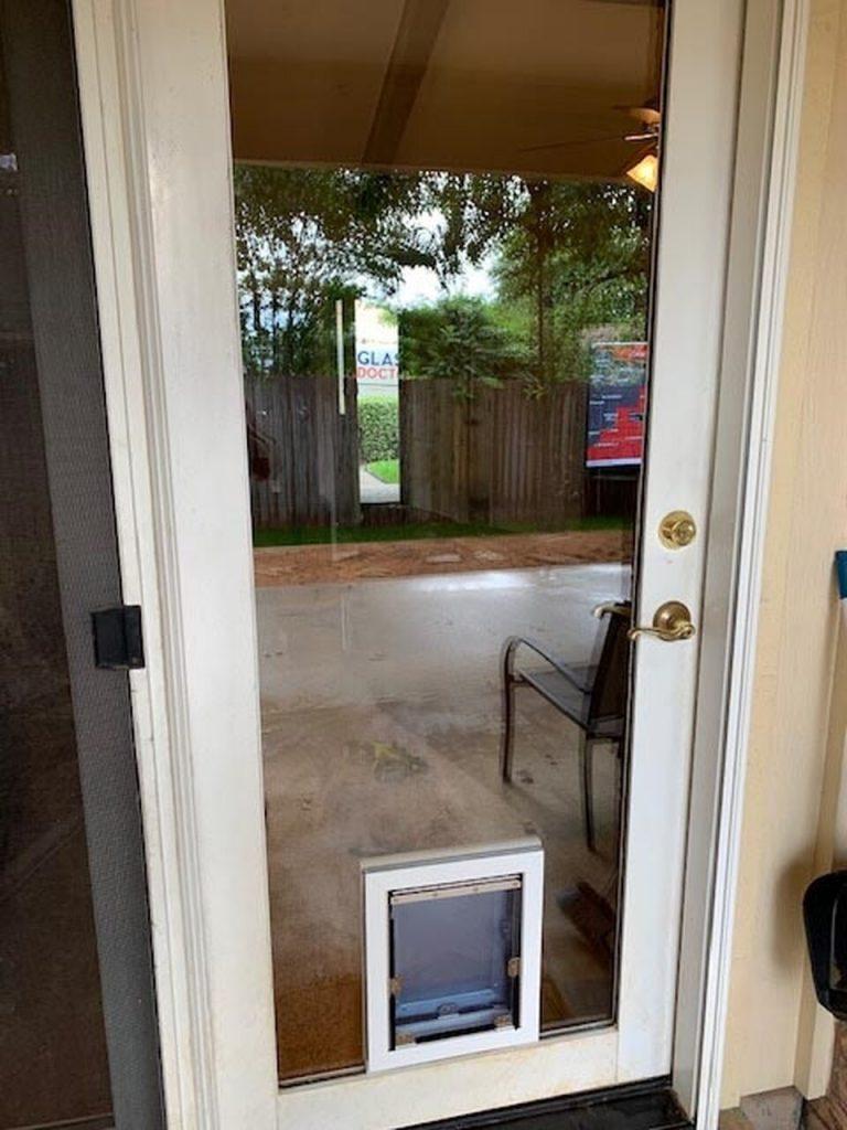 MaxSeal PRO In-Glass Pet Door